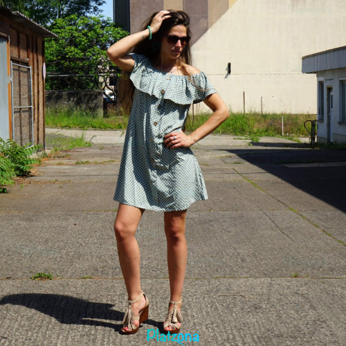 Sommerkleid, Strandkleid Schulterfrei Einheitsgröße Rüschen Kleid gepunktet punkte knöpfe